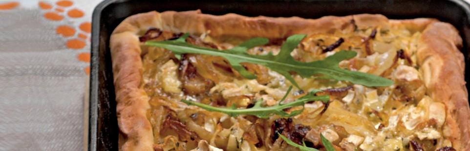 Пирог с луком и сыром Милкана Камамбер Ле Кремье с душистыми травами