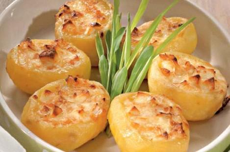 Картофель, фаршированный сыром Милкана Камамбер Ле Кремье