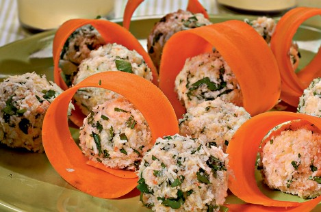 Сырные шарики из сыра Милкана Камамбер Ле Кремье с душистыми травами с морковью и орехами