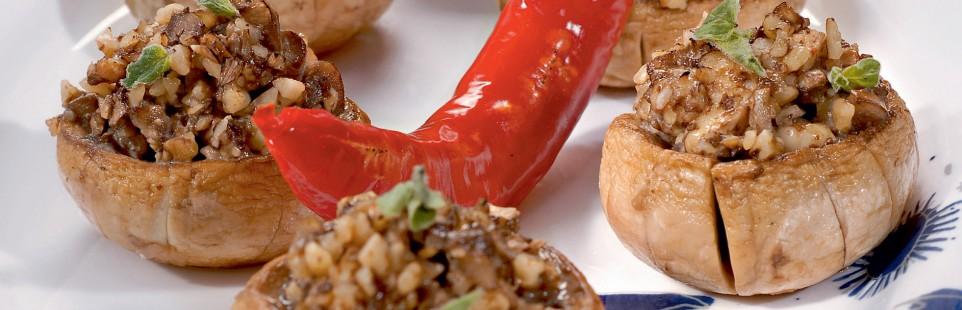 Шампиньоны, фаршированные сыром Милкана Камамбер Ле Кремье с душистыми травами и орехами