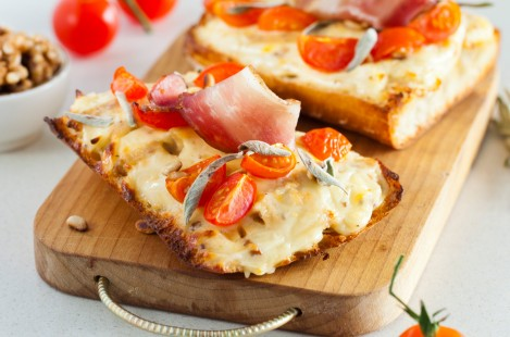 Итальянский багет с сыром Рамболь с орехами
