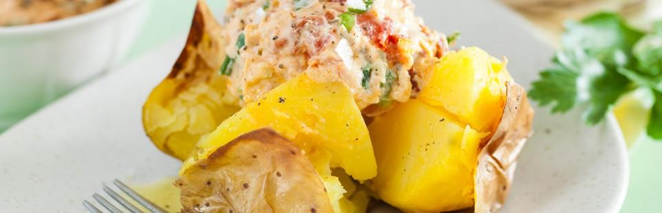 Печеный картофель с сыром Рамболь с лососем