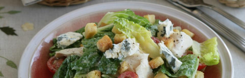 Салат цезарь с сыром Сэнт Агюр