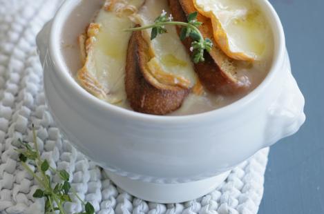 Оригинальный французский луковый суп с сыром Сэнт Альбрэ