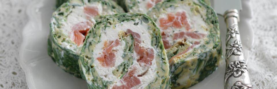 Рулетики со шпинатом, лососем и сыром Тартар с чесноком и травами
